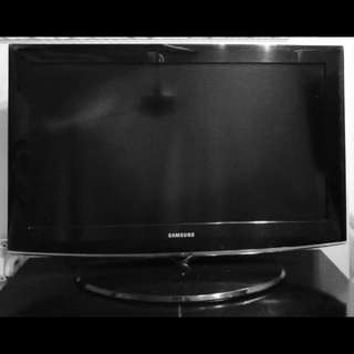 Samsung 32 Inch TV With FREE ANTENNA CABLE