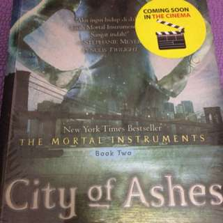 Novel City of Ashes by Cassandra Clare