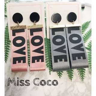 【Miss Coco】現貨 誇張時尚款字母LOVE缎面織戴長款耳環