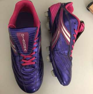 Women's cleats size 7.5 (lightly used)