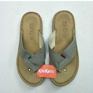 Sendal Kickers