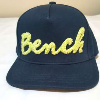 Bench Snapback Size S/M with textured logo