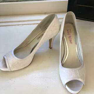 Size 39 Lacey heels