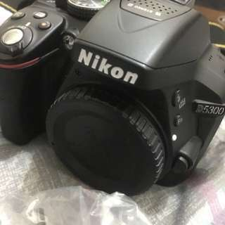 Looking for D5300 with low shuttercount asap complete package