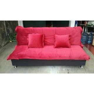 Sofa Merah + 2 bantal Baru!