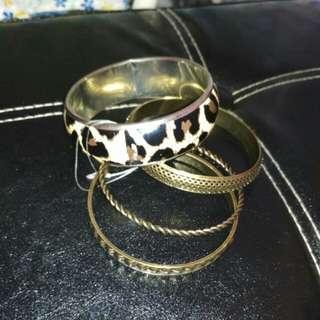 Gelang leopard