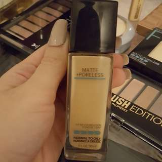 Maybelline Fit Me Matte + Poreless Foundation