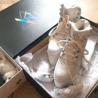 YRU 厚底白鞋