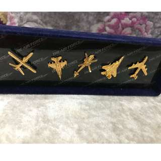 Rare Singapore Air Force Collar Pins Badge (5 pins badges in the box). Brand New (unused)