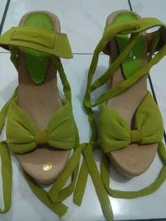 Sepatu Wedges Hijau Lumut (Reprice)