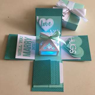 Proposal Explosion box with lighthouse, 4 waterfall in Tiffany & white