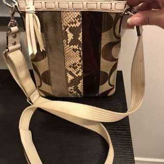 Authentic Coach Signature Crossbody Bag Handbag Purse