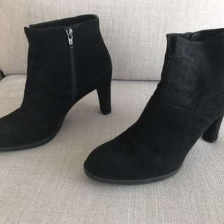 Brand new never worn Stuart Weitzman for Russell Bromley boots