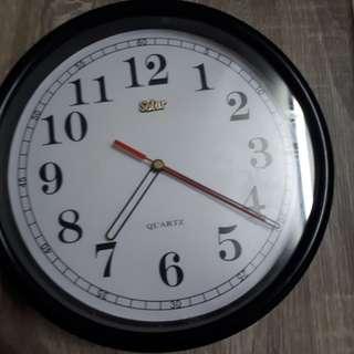 Clock solar brand working