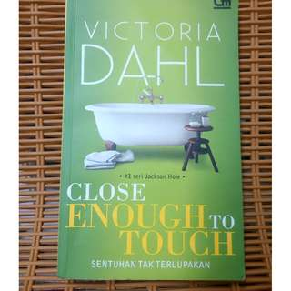 novel close enough to touch ( sentuhan tak terlupakan )