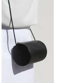 真皮牛皮極簡設計圓筒斜背包