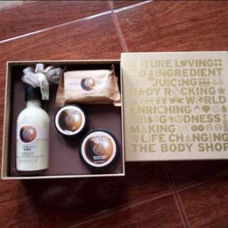REPRICED (BNEW) Body Shop Gift Set