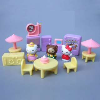 NEW Hello Kitty and friends miniature cake shop playset