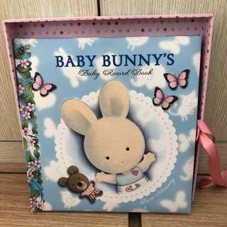 95% new, baby record book 嬰兒成長記錄薄