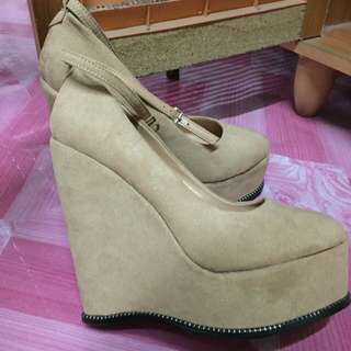 Platform wedges by zalora