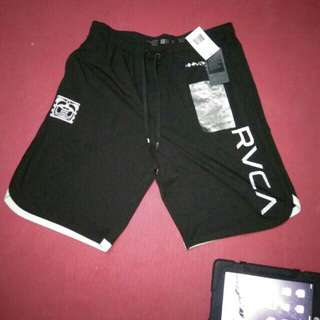Dijual Celana pendek BJ PENN Signature Collection RVCA Size L Fit 36-38 Made In China 92% Polyester  8% Spandex