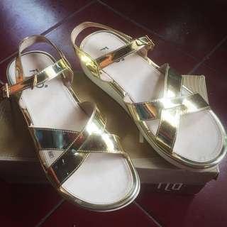 Sepatu sandal fladeo