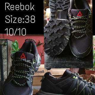 Authentic Reebok shoes