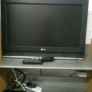 LG32吋电視機,包機頂盒,搖控,掛牆架,一插即用