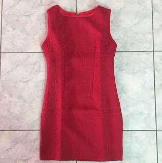 Dress merah motif floral timbul