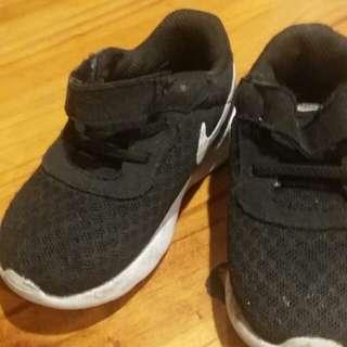 Kids size 6c shoe