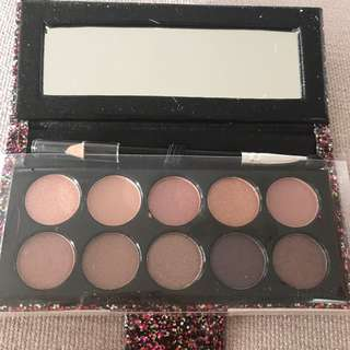 GLAM ADDICT eye shadow and eye liner kit