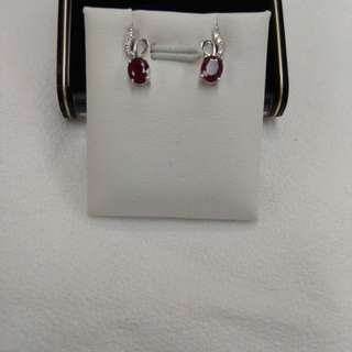 18K白金紅寶石鑽石耳環(Ruby earrings with diamonds 18k white gold mounting)