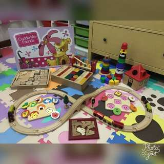 New Children Study Table & Preloved Toys (Bundle Sell)