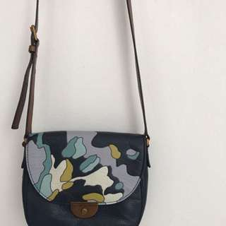 Preloved vgc Fossil Emmi sadle crossbody floral with gold key