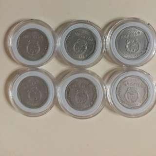 中國錢幣1毫 國徽👉 已經不出 銅鋅合金:鋁镁合金 👉1999年3個👉1993年2個👉1995年1個👉共6個