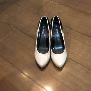 High Heels (Beige)