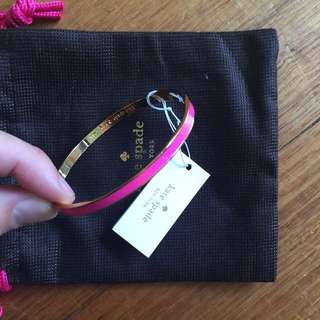 BNWT Kate Spade 'hot to trot' pink idiom bangle