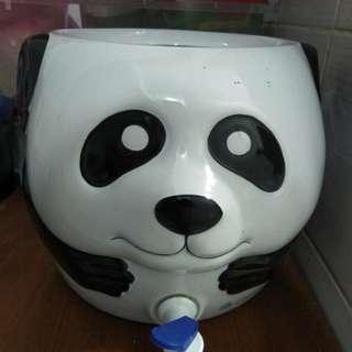 Guci air panda