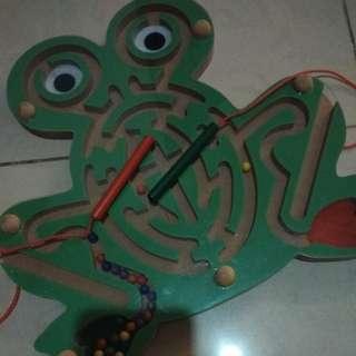 Magnetic frog maze