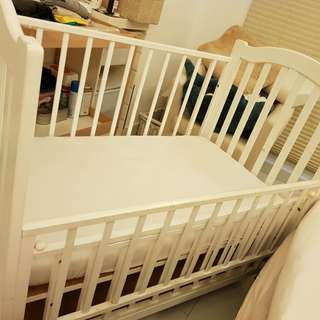Baby Cot comes with a Free mattress....