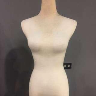 二手*保存良好的半身保麗龍(女)麻豆模特兒展示模型/服飾店 (含底座) 3尊