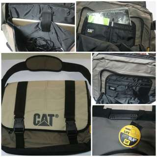 CAT Shoulder Bag (fits up to 15.6 inches Notebook)