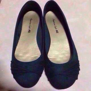 American Eagle flat shoes Dark green - LAST PRICE NA ETO FIXED PRICE ON ALL MY ITEM. BASAHIN LAHAT NG ITEM INFO PATI ANG SELLER'S PROFILE.