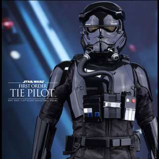 Star Wars The First Order Pilot Hot Toys Figure (1:6)