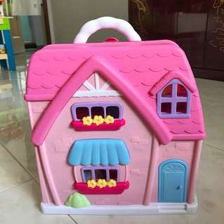Playdoll house (as good as new condition)