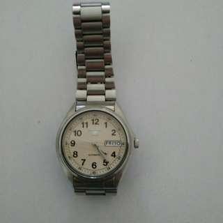 (朋友寄賣) 減價9成新 Seiko 男裝精工錶  <米白色底>