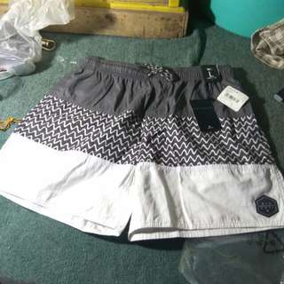 "Dijual Ripcurl P15 Raptures Fill 16"" Volley CBOEH1-1000 Size L Color White"