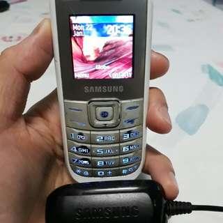 Original white Samsung Keystone Phone with Original Charger