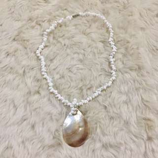 Shell necklace in capiz pendant