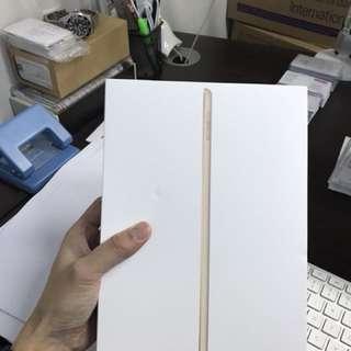 """iPad 9.7"""" brand new 128 GB Gold"""